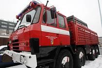Technika pro vyzvednutí a převoz případné bomby je již na hasičské stanici v Pardubicích připravena