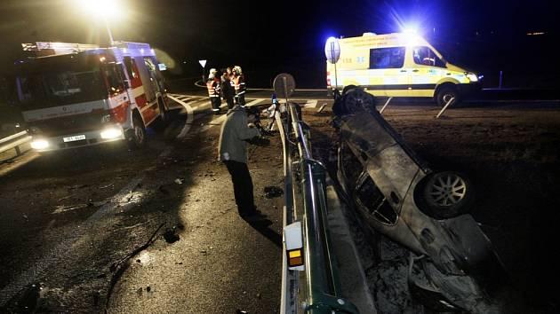 Při nehodě u Stéblové zahynuli v hořícím automobilu dva lidé.