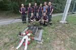 Osudné místo v Rybitví. 12. srpna 1994 zde cestou k požáru zahynuli hasiči František Kvapil a Milan Macháček.