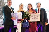 Ivona Baklíková (druhá zleva) byla oceněná také v Senátu.