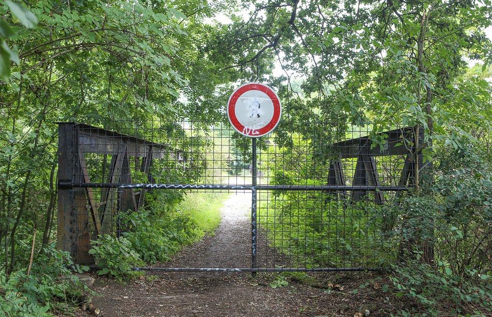 Bývalý vojenský prostor zvaný Červeňák v okolí řeky Crudimky v Pardubicích.