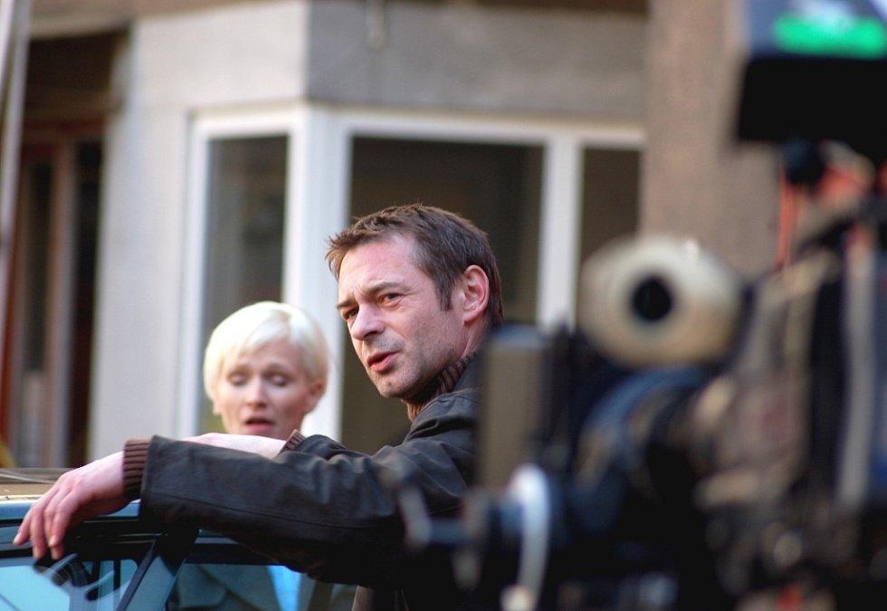 Kriminalista, kterého hraje Jiří Dvořák, je právě na stopě