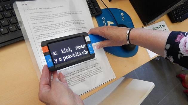 Krajská knihovna nabízí kompenzační pomůcky pro čtenáře se zrakovým handicapem.