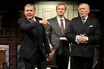 Ředitel Petr Dohnal, Milan Němec a Petr Kostka v komedii Jistě, pane ministře