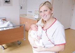 DARINA ERBROVÁ se narodila 25. března ve 3 hodiny a 39 minut po půlnoci. Měřila 49 centimetrů a vážila 3370 gramů. Maminku Renatu podpořil u porodu tatínek Aleš. Rodina bydlí ve Zminném. Doma na nového sourozence čeká dvaapůlletá Patricie.