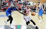 Basketbalové pohárové utkání Pardubice - Charleroi.