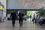 Kvůli ohlášené bombě policie v Pardubicích uzavřela také hlavní nádraží.