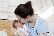 SEBASTIAN MATRAS. Narodil se 18. ledna v 10.08 hodin Michaele a Ladislavovi z Pardubic. Měřil 52 centimetrů a vážil 3700 gramů.
