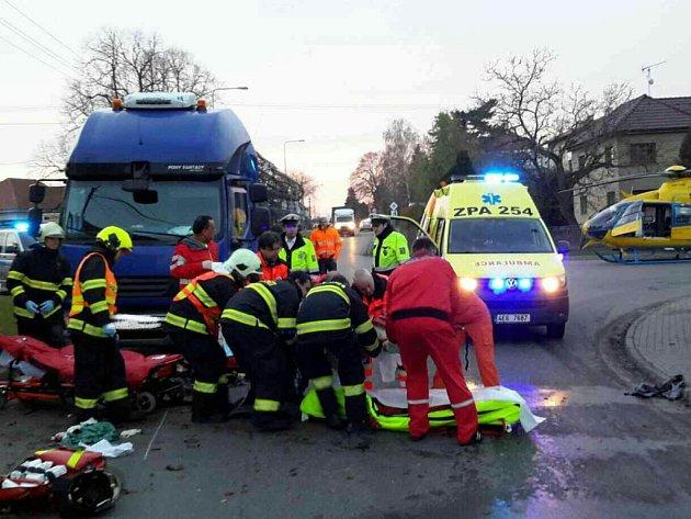 Vážná nehoda v Tuněchodech. Cyklistka se střetla s nákladním vozidlem.