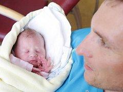 Ema Šulcová se narodila 4. července v 0:58 hodin. Měřila 50 centimetrů a vážila 3330 gramů. Maminku Veronika u porodu podpořil tatínek Filip a rodina je z Pardubic.