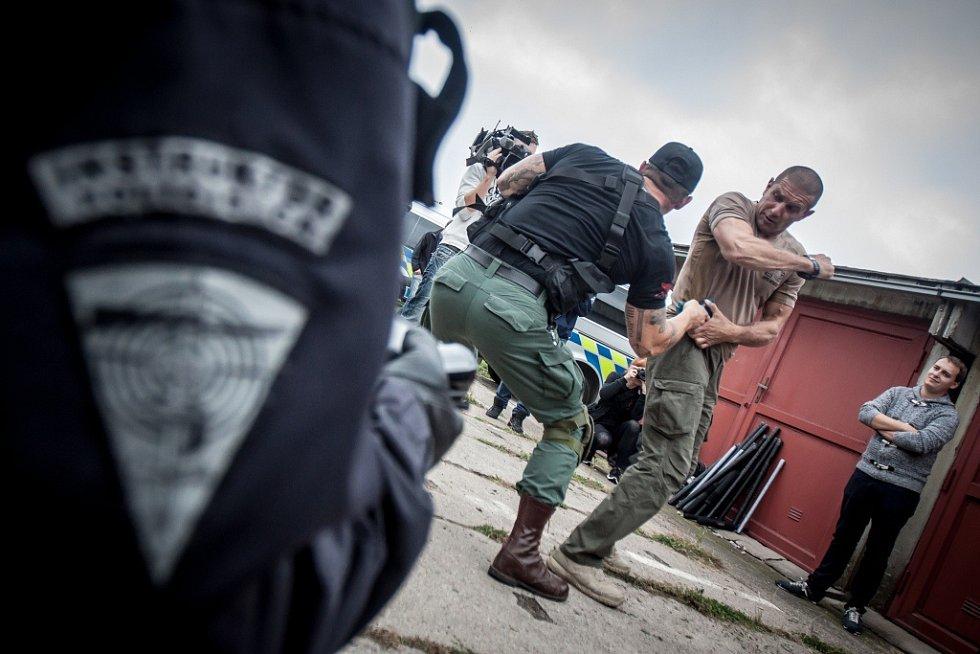 Bojové umění Krav Maga policistům Krajské pořádkové jednotky Pardubického kraje vysvětloval mistr tohoto boje Jean-Paul Jauffret.