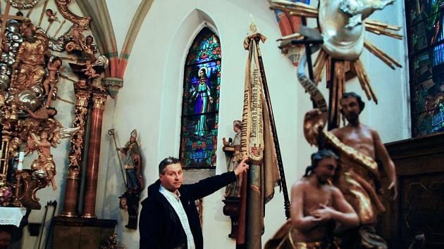 Kostel Nejsvětější Trojice v Horním Jelení prochází rekonstrukcí
