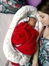 KAČENKA TOHOLOVÁ se narodila 15. ledna ve 20 hodin a 39 minut. Míry měla ukázkové, 3000 gramů a 50 centimetrů. Maminku Kateřinu u porodu podpořil tatínek Libor. Kačenka má starší sestřičku Barču.