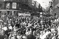 Oslavy v ulicích Pardubic v roce 1973.