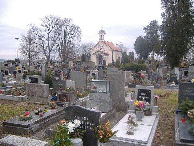 Centrální část kolem hřbitovní kaple podléhá již pět let zákazu pohřbívání