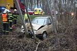 Na místě zasahovali strážníci, záchranná služba i hasiči. Muži už ale nebylo pomoci.