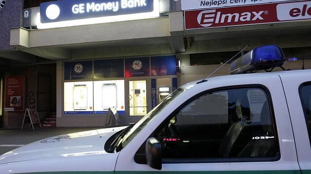 Pobočku GE Money Bank v Pardubicích vyloupila žena