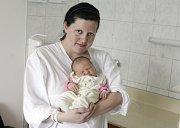 NELA HRONSKÁ se narodila 2. května v 15 hodin a 25 minut. Měřila 50 centimetrů a vážila 3660 gramů. Maminku Terezu u porodu podpořil tatínek Dušan a bydlí v Pardubicích.