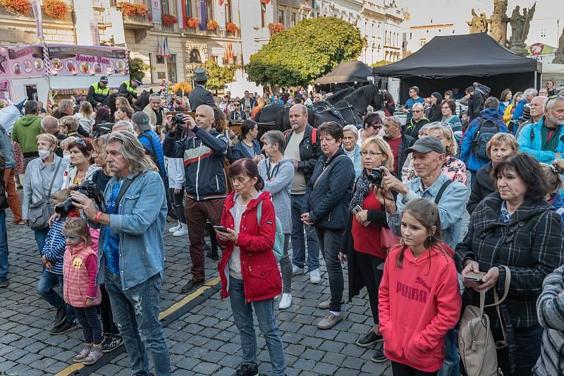 V pátek na Pernštýnské náměstí dorazil Vilém z Pernštejna se svou chotí Johankou. Centrum města ožilo renesancí. Pro návštěvníky je po celý víkend připraven bohatý doprovodný program.