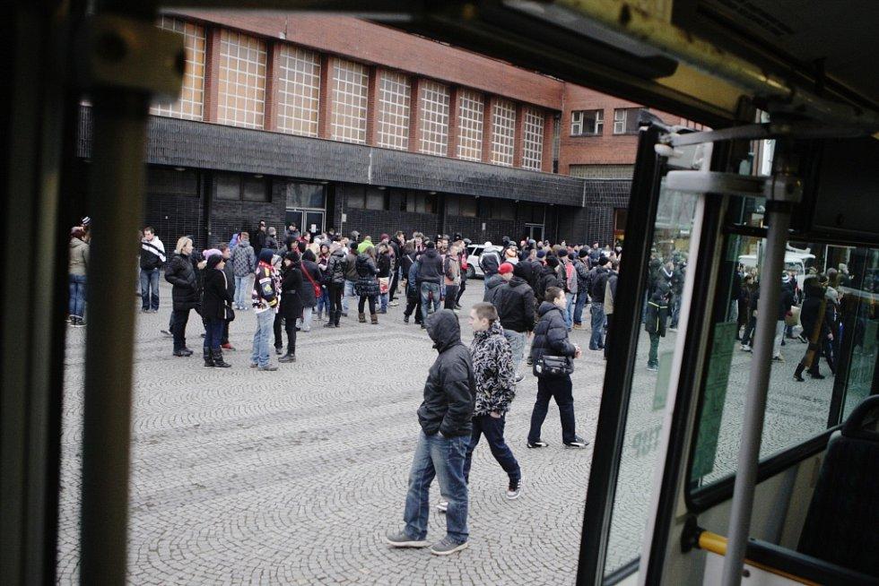 Přistavené autobusy na pardubickém nádraží zůstaly prázdné.
