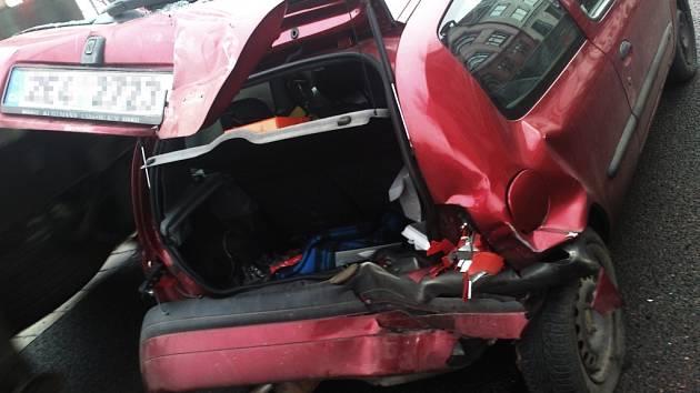 Nehoda dvou aut na pardubické rychlodráze.