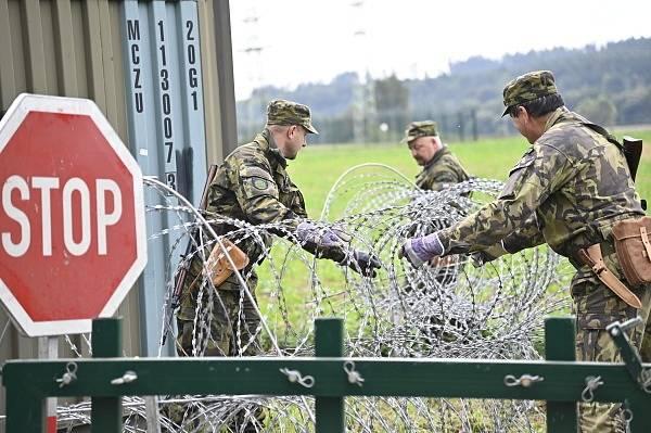 Vojáci procvičili vybudování místa velení a činnost na kontrolním propouštěcím místě, které je vstupním místem do chráněného objektu.