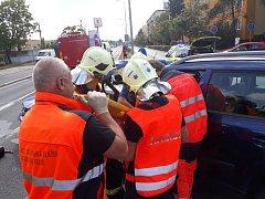 Dopravní nehoda na křižovatce ulic Pichlova a S.K. Neumanna si vyžádala čtyři zraněné.