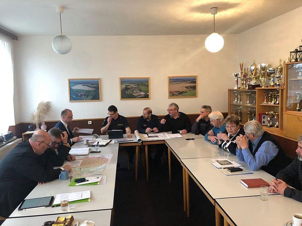 Krizový štáb ve Slepoticích zasedl, účastní se i ministr Toman