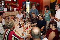 Závěrečná tečka za jarní Fortuna ligou byla provedena v Taneční vinárně JUVE v Lázních Bohdanči.