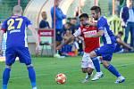 Utkání Fobalové národní ligy mezi FK Pardubice (ve červenobílém) a FC Vysočina Jihlava (v modrém) na hřišti pod Vinicí v Pardubicích.