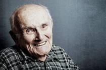 Jindra Hojer je i ve svých 94 čilý a pracovitý.
