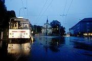 Trolejbusy v Pardubicích kvůli výpadku proudu zůstaly stát po celém městě.