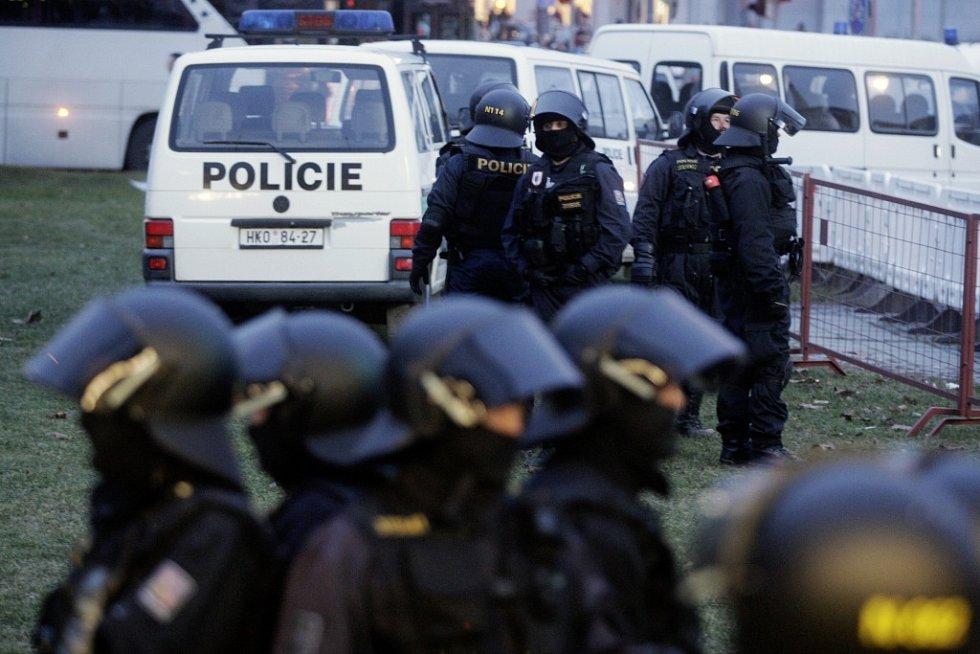 I když byo derby jedno z nejklidnějších, policie byla na místě.