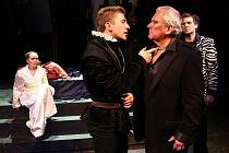 Ústřední roli Hamleta hraje Josef Pejchal.
