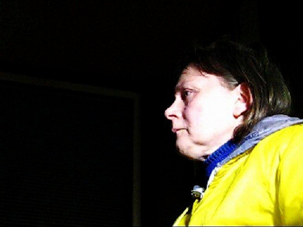 Jana Štěpánková. Kromě poškozování cizí věci má také na kontě napadení policisty při zatýkání