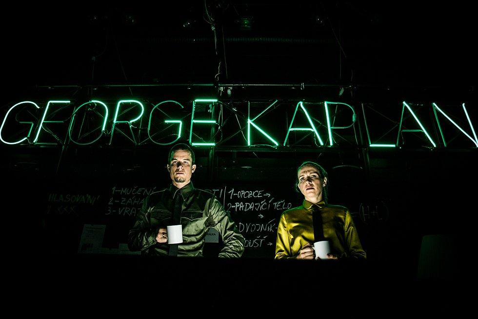 Martina Sikorová a Jan Musil v inscenaci George Kaplan.