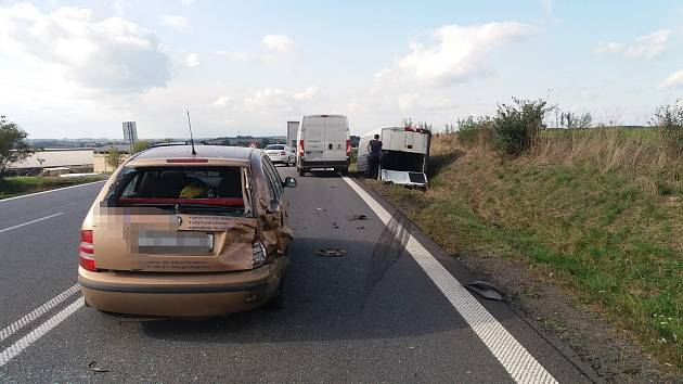Dopravní nehoda omezila provoz na silnici I/35 v úseku mezi Ostřetínem a Vysokou u Holic