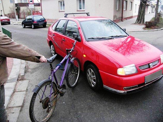 Opilý cyklista boural v Dašické