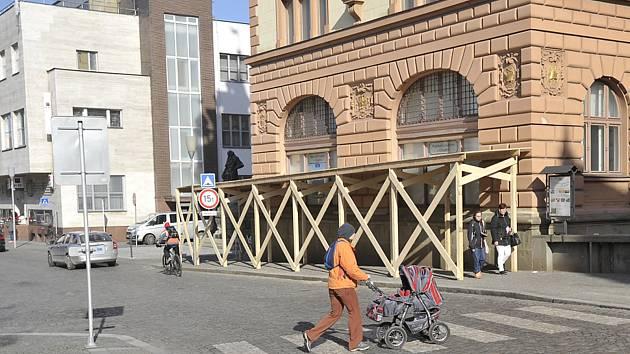 Strana přivrácená do Široké ulice.