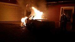 Požár auta byl pravděpodobně založen úmyslně.