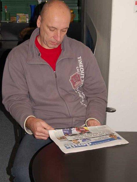 Stanislav Petr v redakci Pardubického deníku