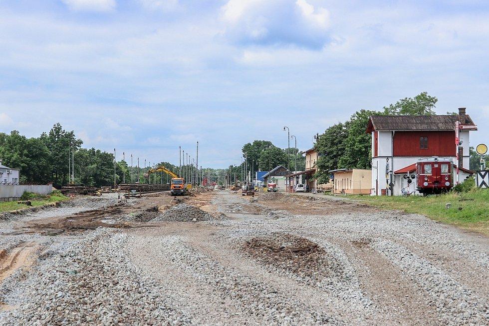 Výstavba dvoukolejky z Pardubic do Stéblové pokračuje