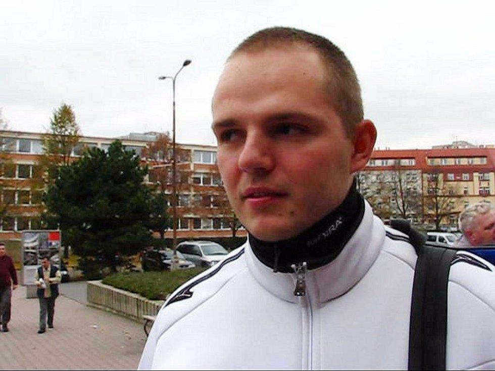 Pardubický policista Michal Š. zadržel zloděje přímo při krádeži. Shodou okolností se jeden z nich snažil dostat právě do jeho šatní skříňky, když si šel zaplavat.