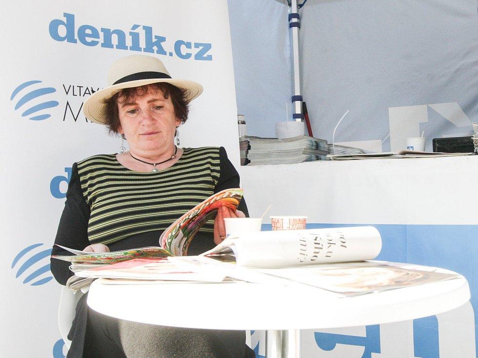Stánek Deníku na 128. Velké pardubické s Českou pojišťovnou na dostihovém závodišti v Pardubicích.
