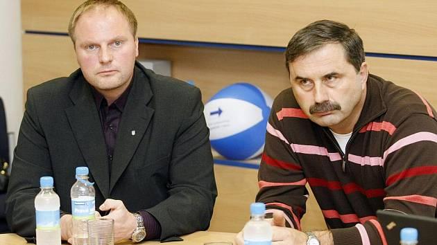 Hornojelenský starosta Petr Tupec (vlevo)