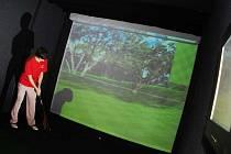 Trénink na golfovém simulátoru