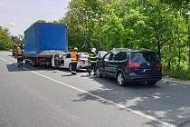 Dvě osobní auta a jedno nákladní havarovala v pondělí po poledni v Lázních Bohdaneč. Foto: Městská policie Lázně Bohdaneč