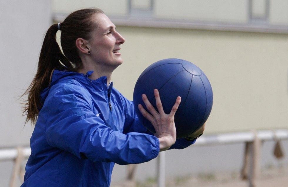 Trénink před FIBA Mistrovstvím Evropy v basketbalu žen 2017 na travnatém hřišti TJ Lázně Bělohrad.