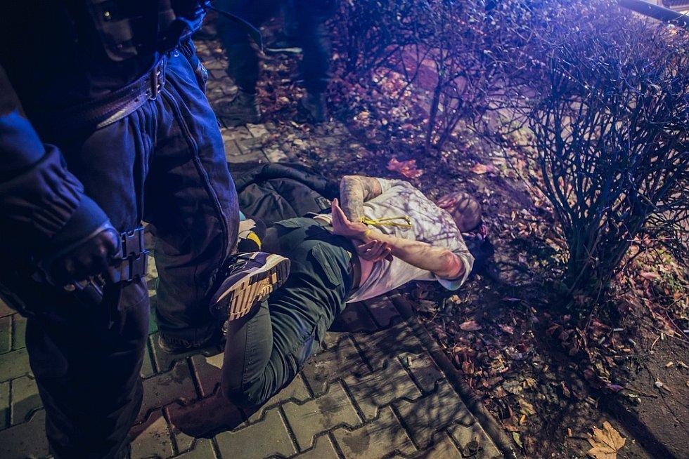 Problémy vypukly po zápase v restauraci Severka. Fanoušci zde odpálili pyrotechniku přímo v lokále.