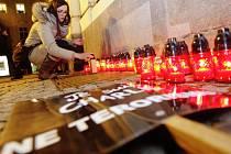 Je suis Charlie. Pardubicemi prošel tichý průvod za oběti teroru ve Francii.